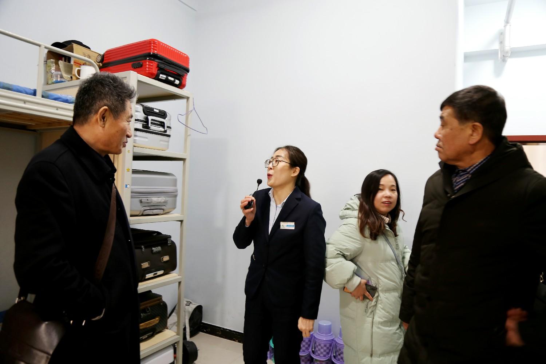 参观学生宿舍_太原万通汽车学校