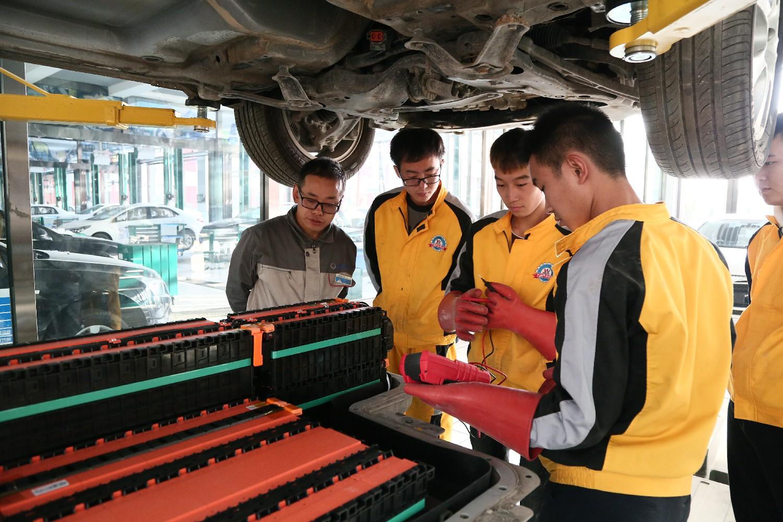 新能源汽车技术_新能源汽车前景_太原万通汽车学校