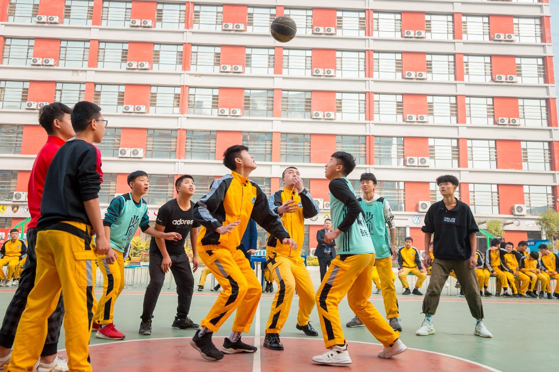篮球比赛_太原万通汽修学校