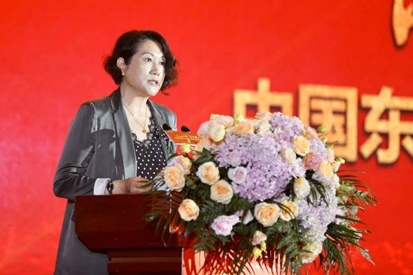 蔺琪理事长宣读中国民办教育协会贺信