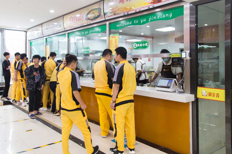 学校餐厅_太原万通汽修学校
