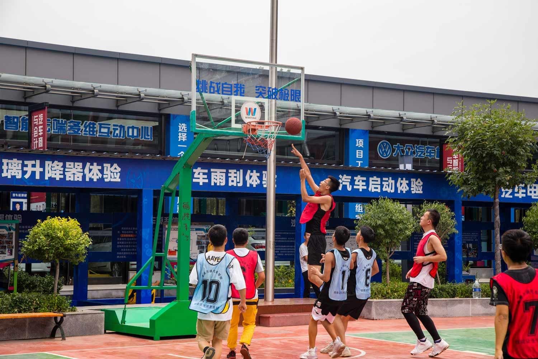 篮球比赛_太原万通汽车学校
