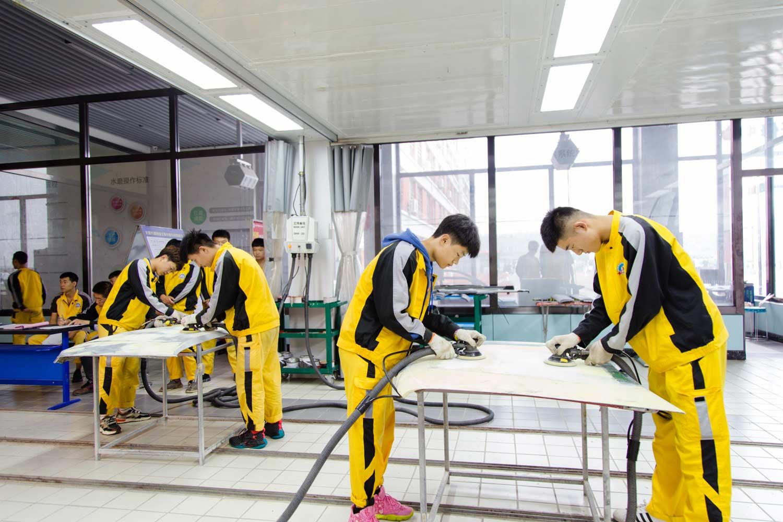 汽车钣喷_太原万通汽车学校