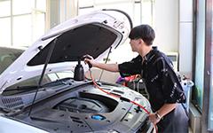 企业技术总监来校开展汽车美容技术培训