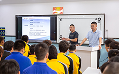 企业总经理来校开展创业指导讲座